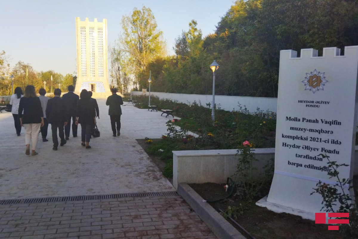 İƏT OA nümayəndə heyəti Şuşada Vaqifin məqbərəsini ziyarəti