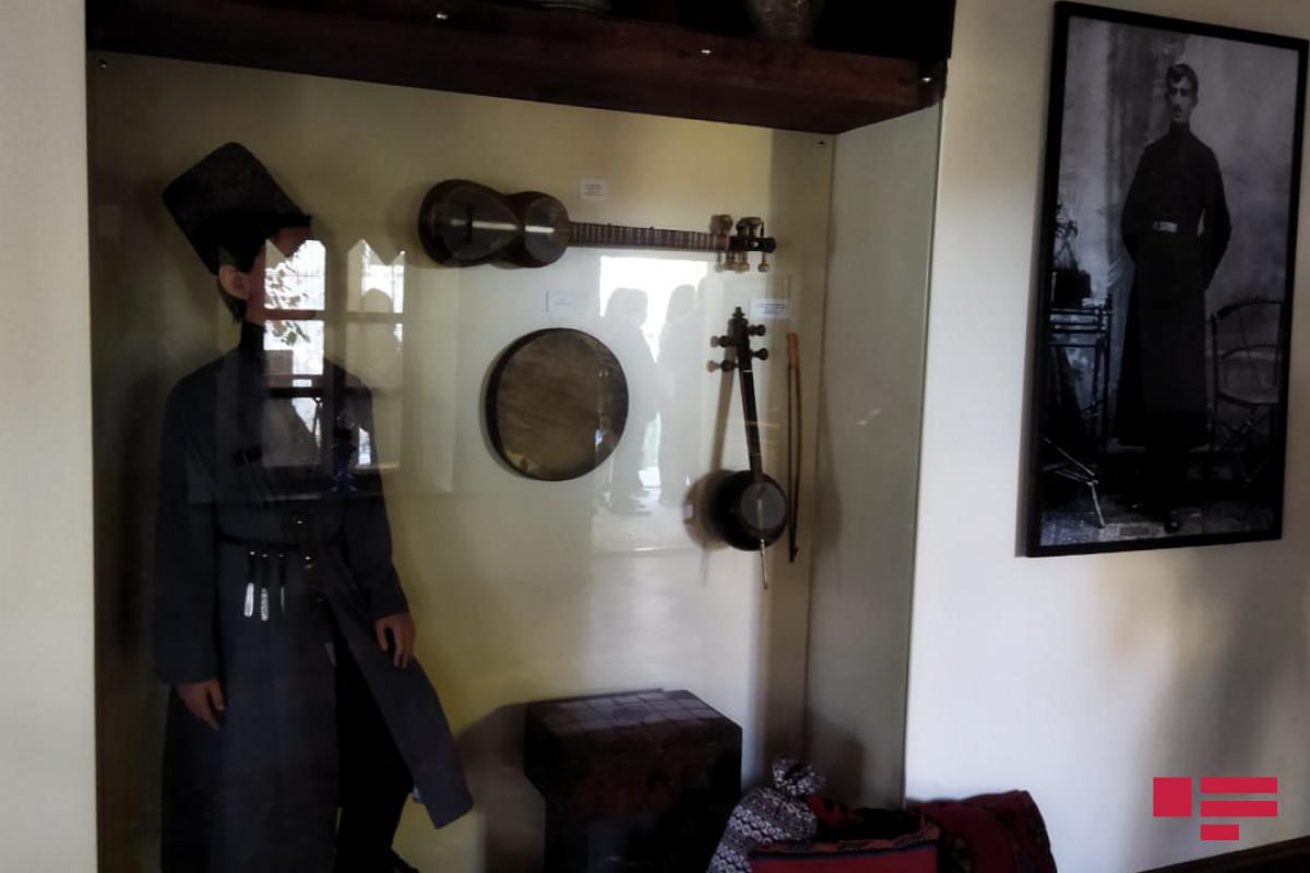 Делегация Ассоциации Омбудсменов ОИС в доме-музее Бюльбюля в Шуше