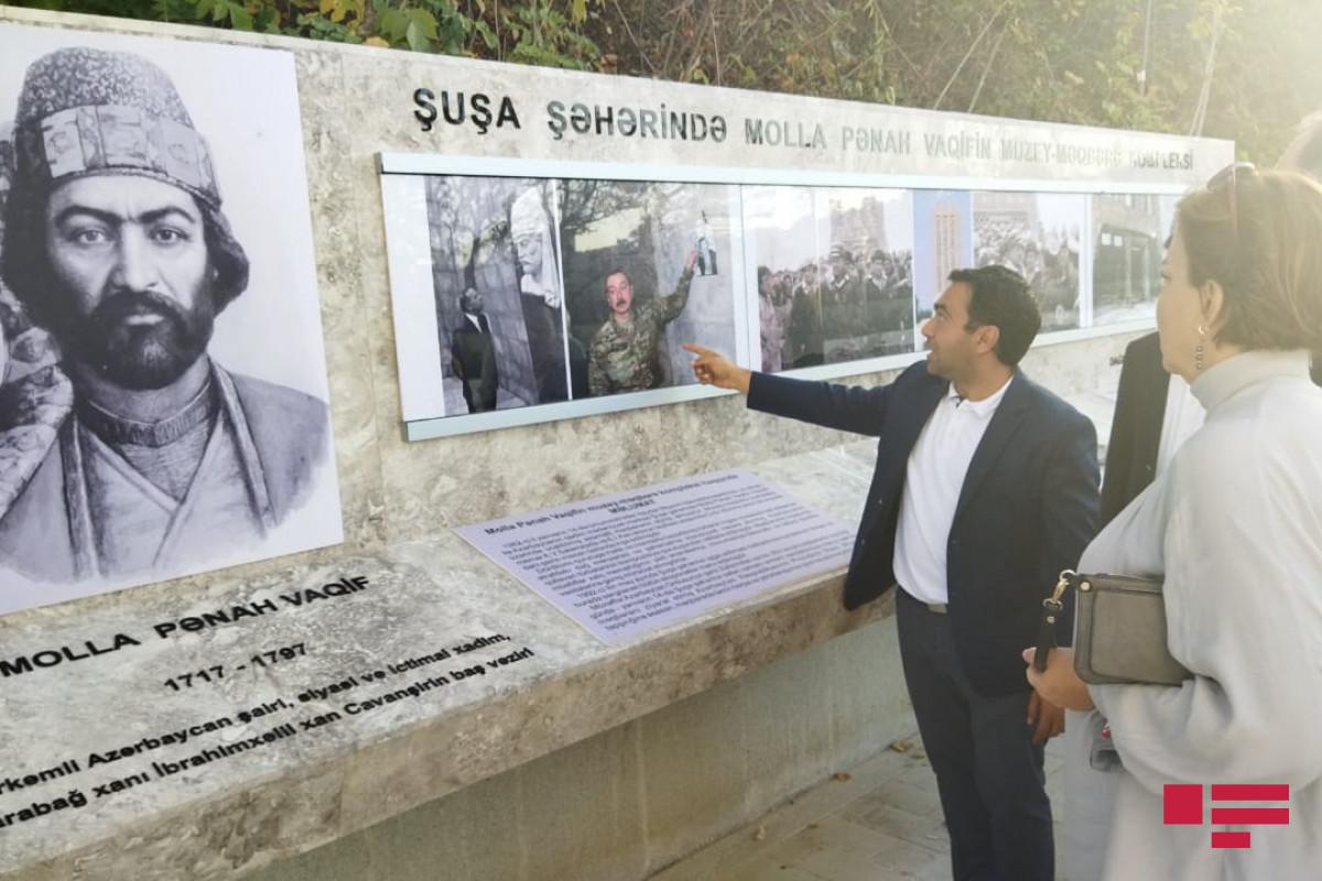 Делегация Ассоциации Омбудсменов ОИС в мавзолее Вагифа в Шуше