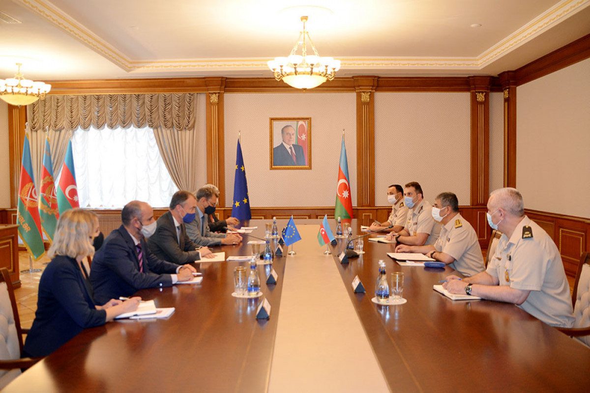 """Azerbaijan Defense Minister meets with the EU Special Representative for the South Caucasus-<span class=""""red_color"""">PHOTO"""
