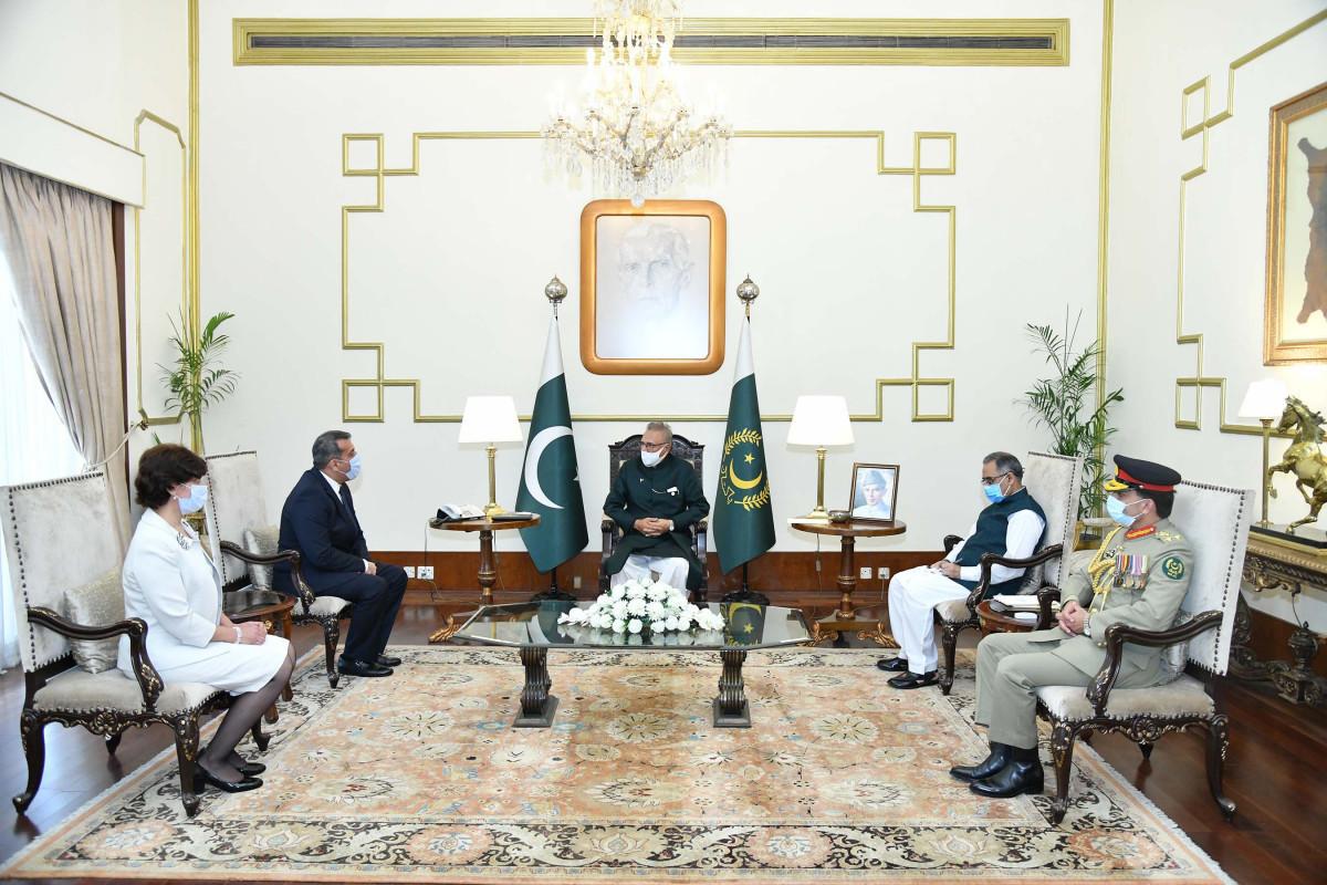 Azerbaijani ambassador presents credentials to Pakistan