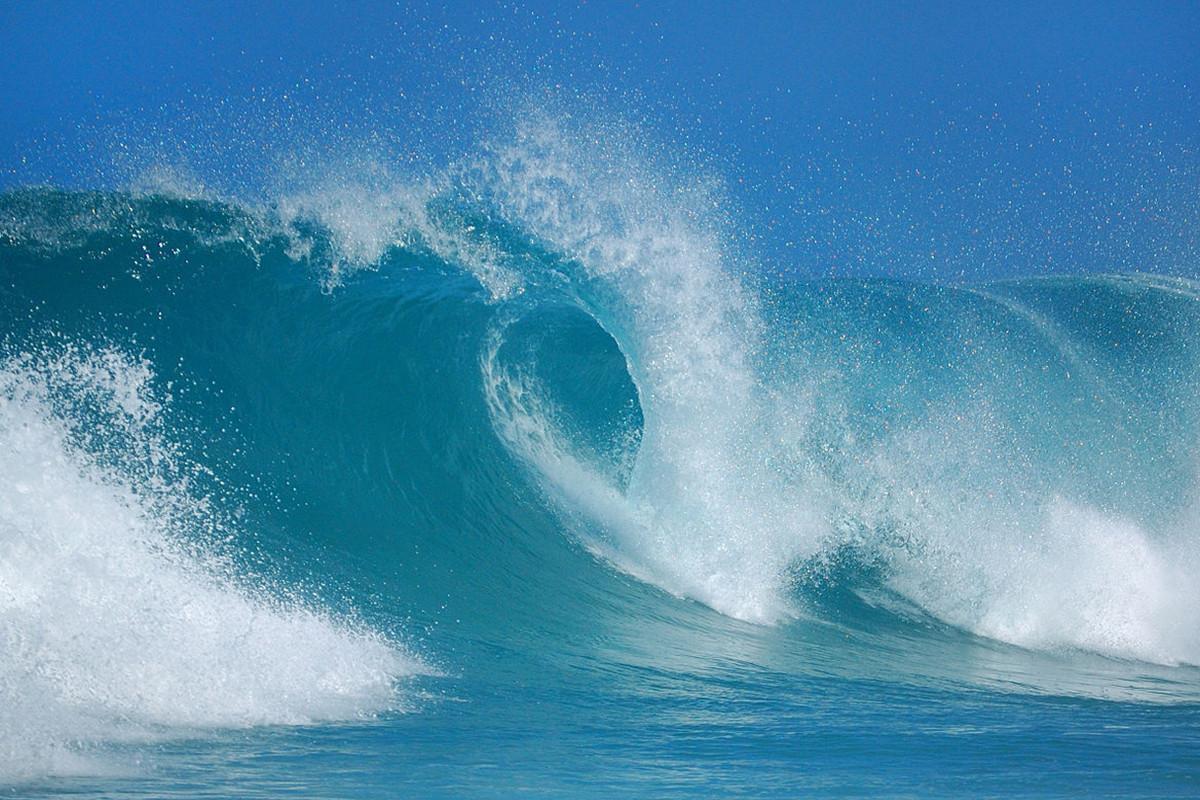 Высота волн на Каспии достигла 3,2 м- ФАКТИЧЕСКАЯ ПОГОДА