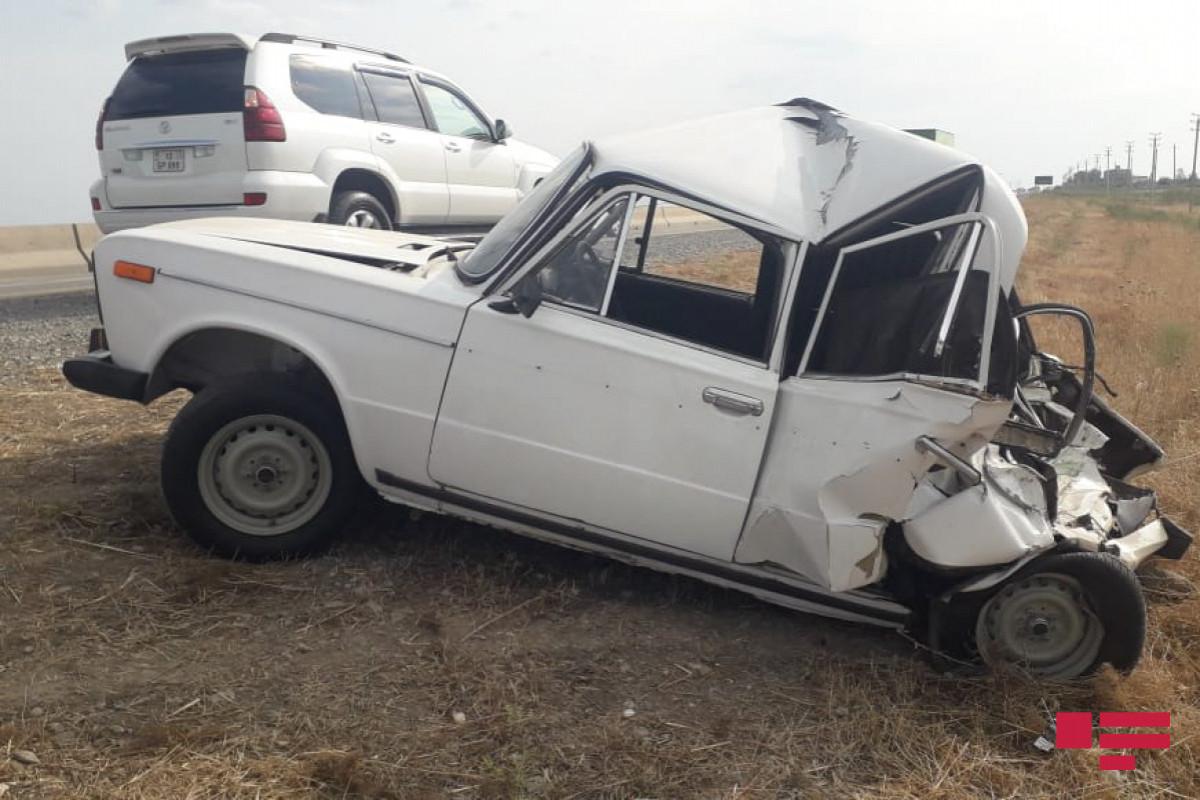 В Шамахы автомобиль упал в овраг, пострадали 3 человека