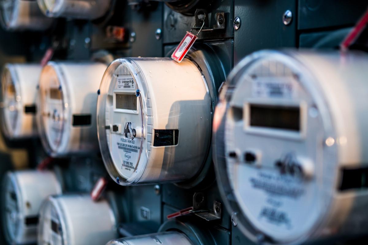 Çoxmənzilli binalarda elektrik sayğaclarının quraşdırılması ilə bağlı araşdırmalara başlanılıb