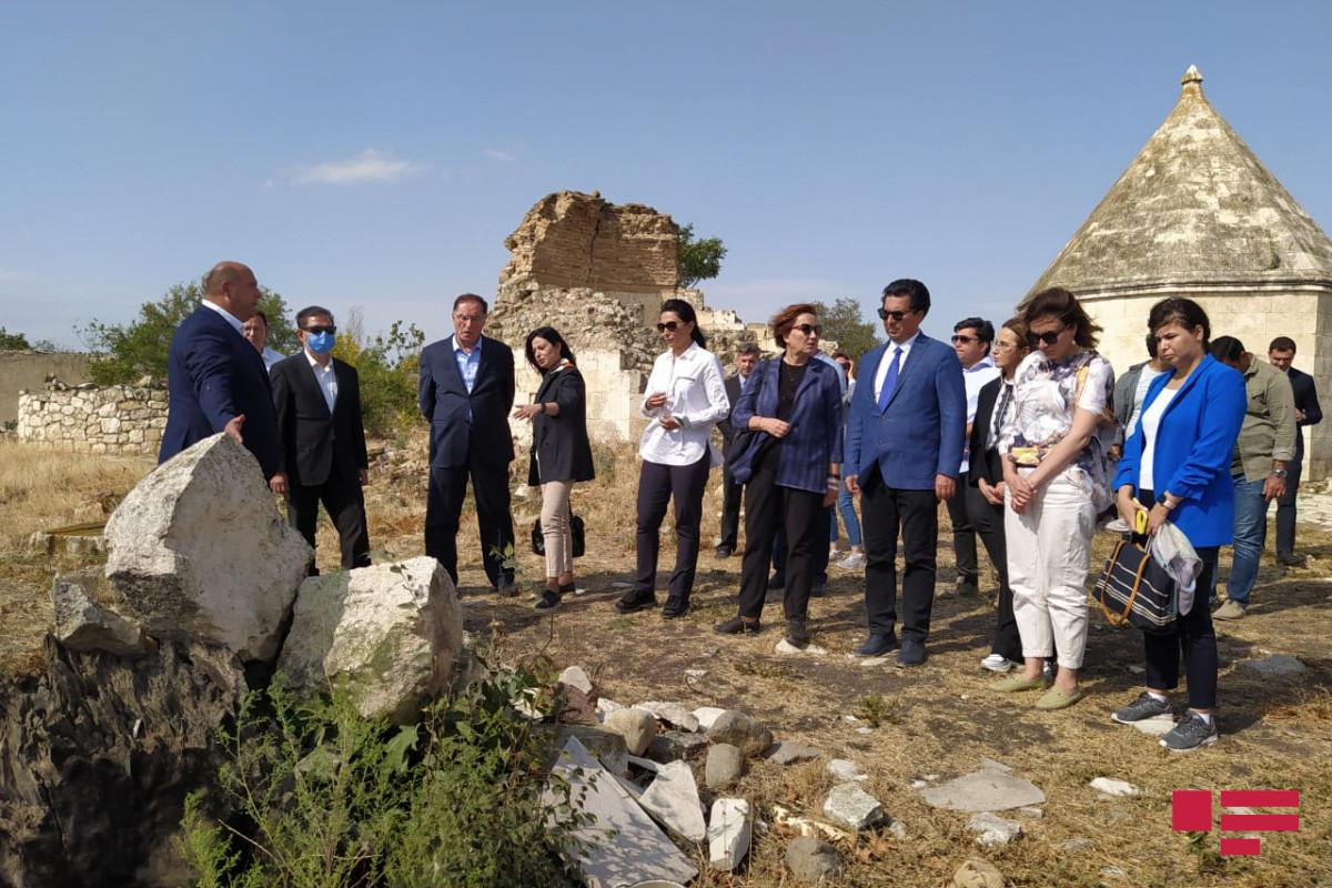 İƏT OA-nın nümayəndə heyəti İmarət kompleksində