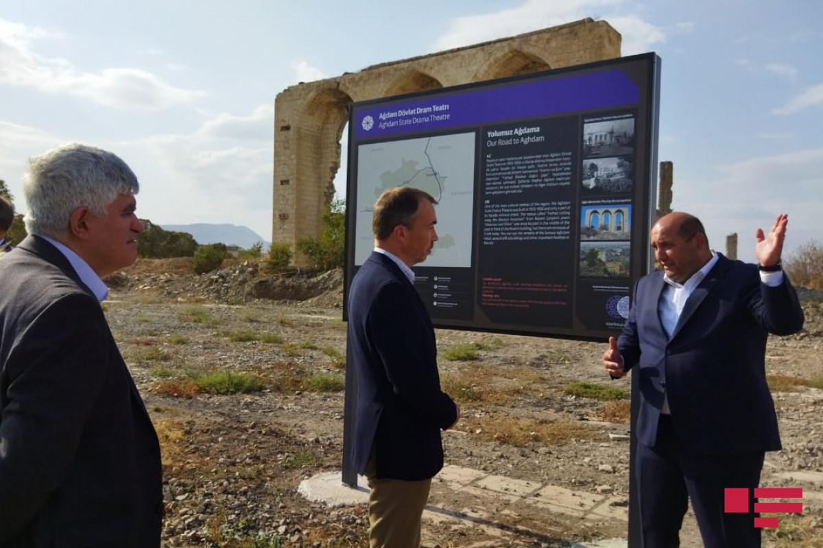 Спецпредставитель ЕС осмотрел руины Агдамского драмтеатра