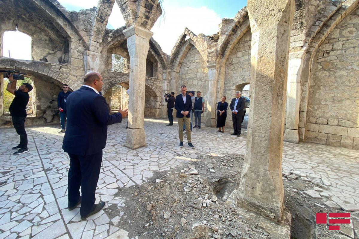Aİ-nin xüsusi nümayəndəsi Qiyaslı məscidində