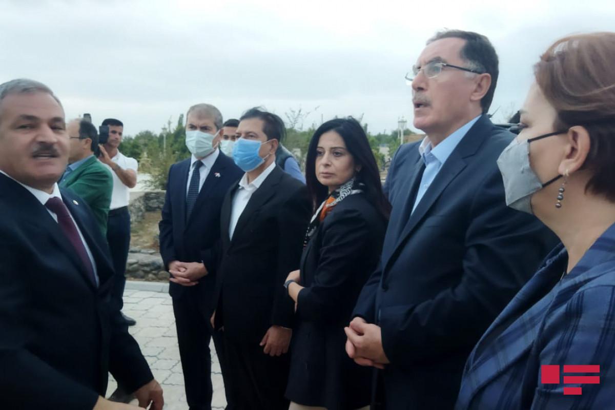İƏT OA-nın nümayəndə heyəti Marağa-150 abidəsinə baxıb - FOTO