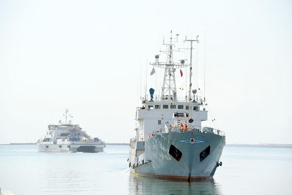 """Rusiya Xəzər flotiliyasının iki hərbi gəmisi Bakıya gəlib - <span class=""""red_color"""">FOTO"""