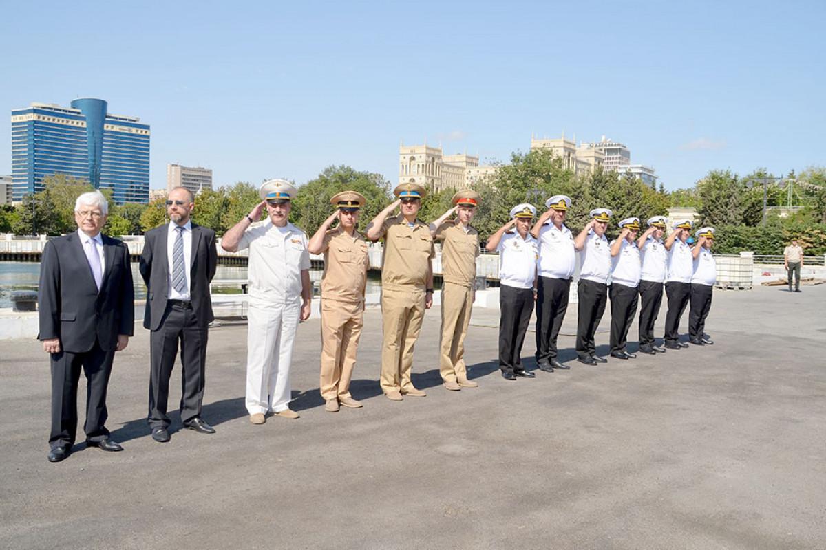 Два военных корабля Каспийской флотилии ВМФ России прибыли в Баку-ФОТО