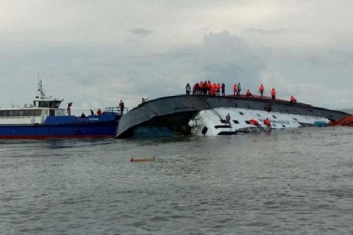 Çində gəminin çevrilməsi nəticəsində azı 8 nəfər ölüb