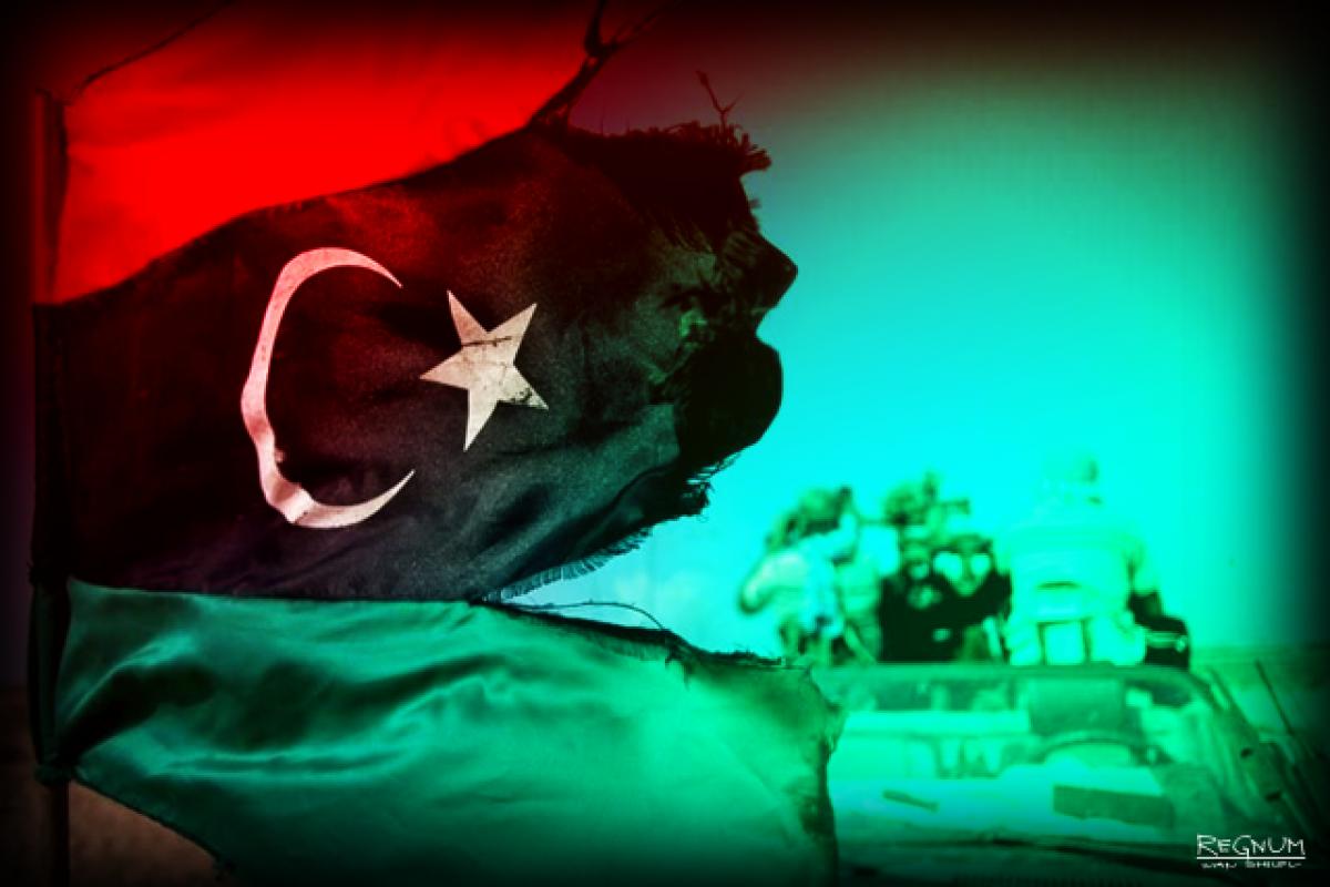 Два вертолета ливийской армии столкнулись в районе Бенгази, экипаж одного из них погиб
