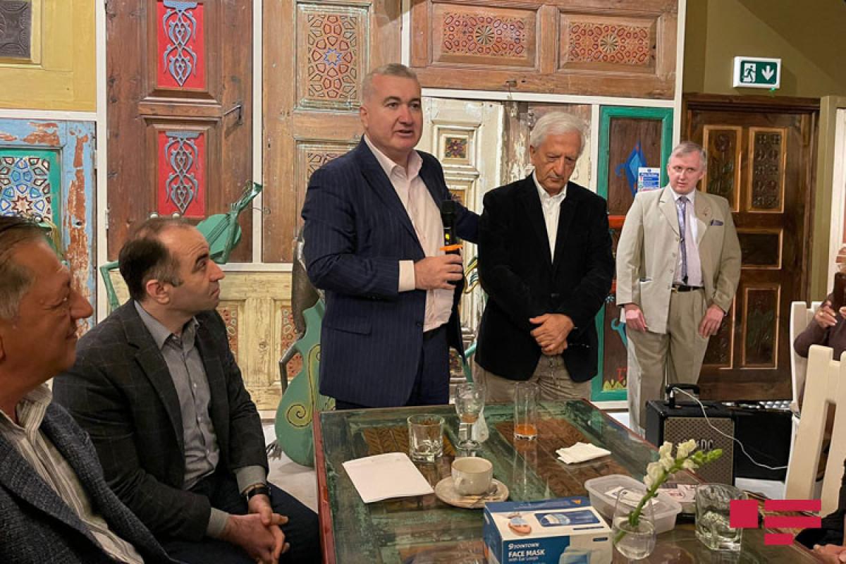 """Посол Элин Сулейманов провел встречу с проживающими в Лондоне азербайджанцами-<span class=""""red_color"""">ФОТО"""