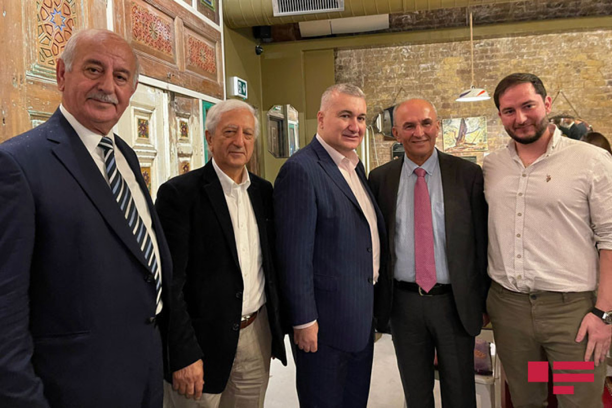 Посол Элин Сулейманов провел встречу с проживающими в Лондоне азербайджанцами