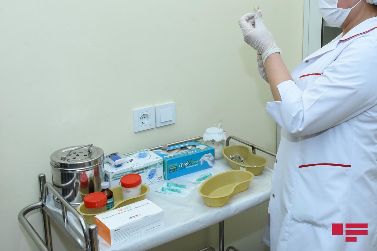 В Азербайджане около 90% работников образования вакцинированы