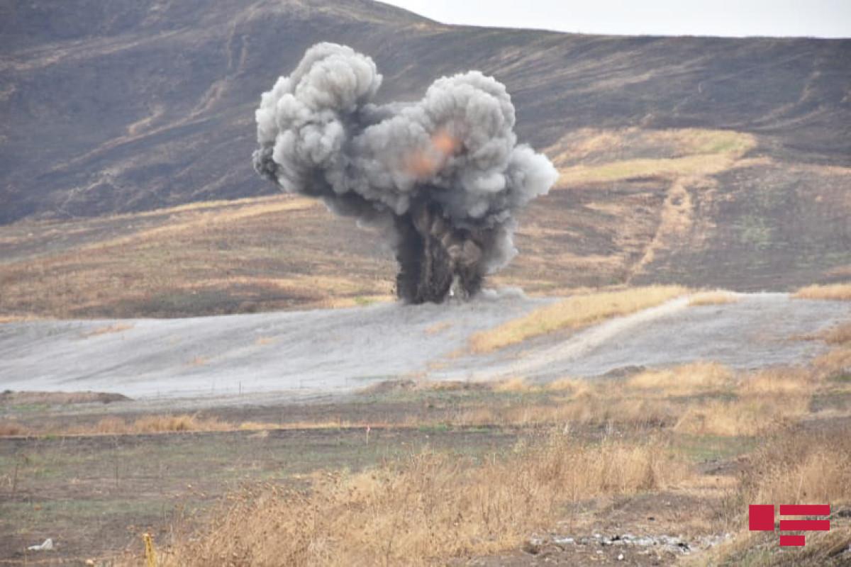 """Ağdamda yol tikintisi zamanı ekskavator minaya düşüb, bir nəfər yaralanıb - <span class=""""red_color"""">VİDEO"""