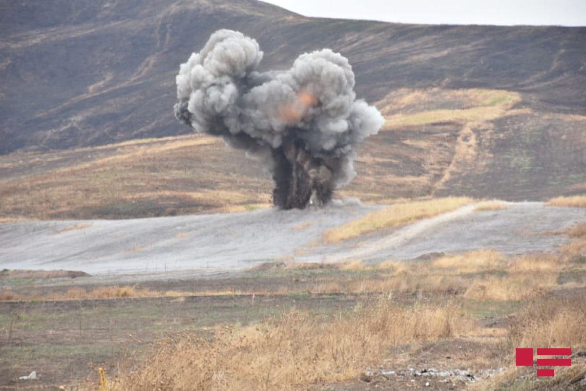 В Агдаме на противотанковой мине подорвался экскаватор, тяжело ранен один человек