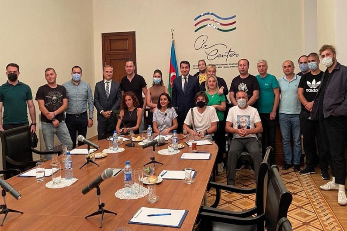 Хикмет Гаджиев встретился с грузинскими журналистами, блогерами и академиками