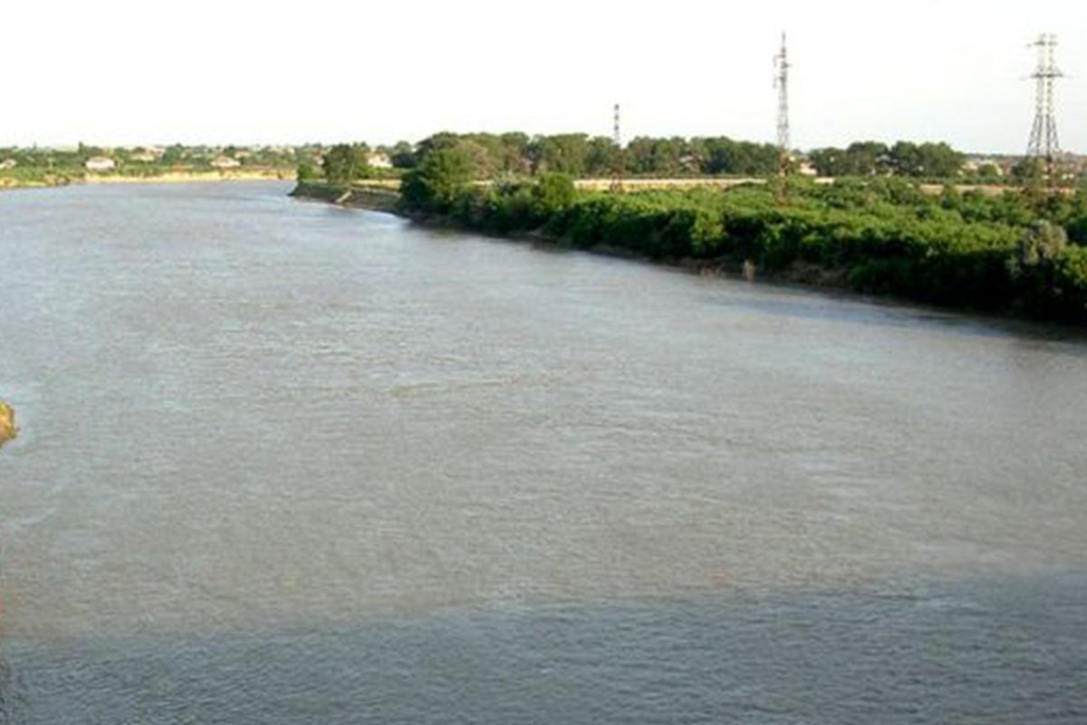 Замминистра назвал причину снижения уровня воды в Куре и засоления этой реки