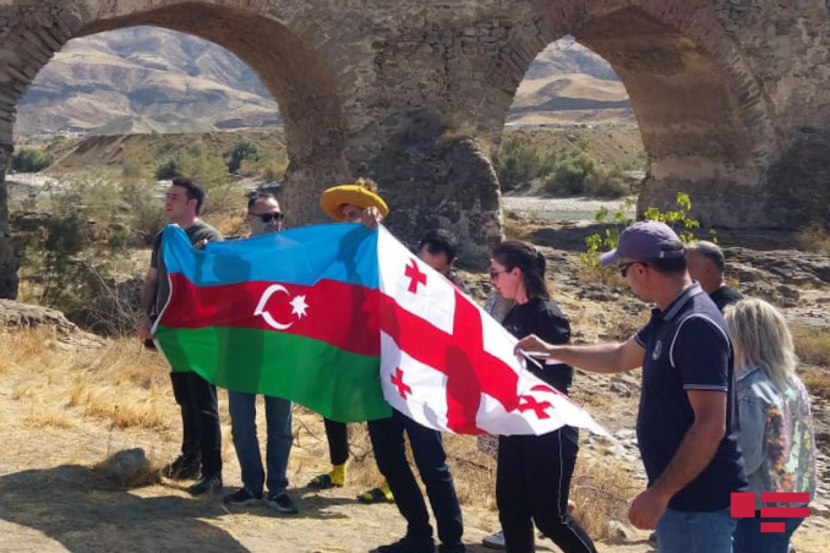 Грузинские журналисты побывали на Худафаринских мостах