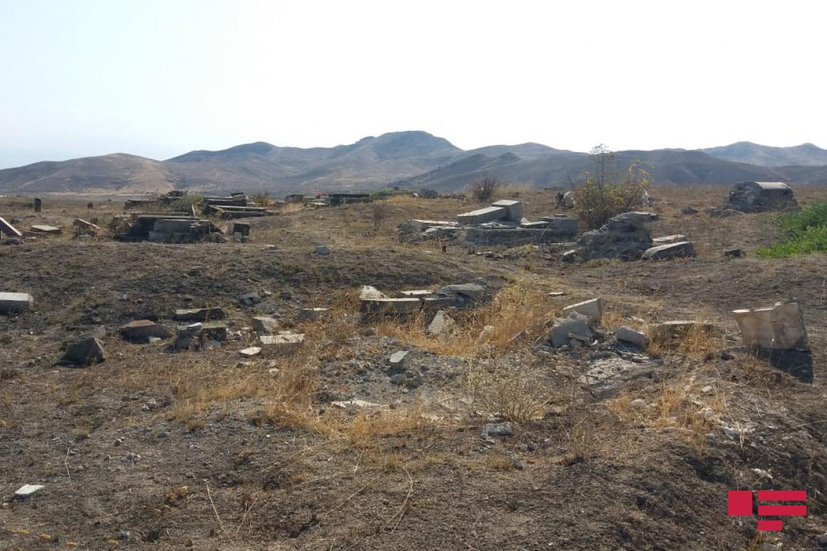 Грузинские журналисты посетили городское кладбище Джабраила
