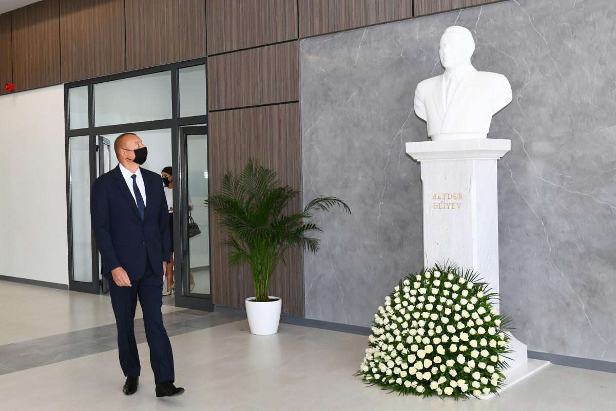 Президент Ильхам Алиев на открытии нового здания Бакинского Европейского лицея