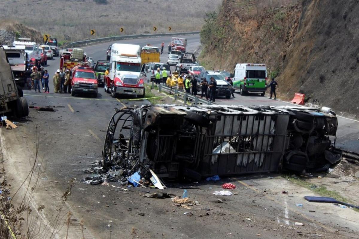 Meksikada zəncivari qəzada 2 nəfər ölüb, 14 nəfər yaralanıb