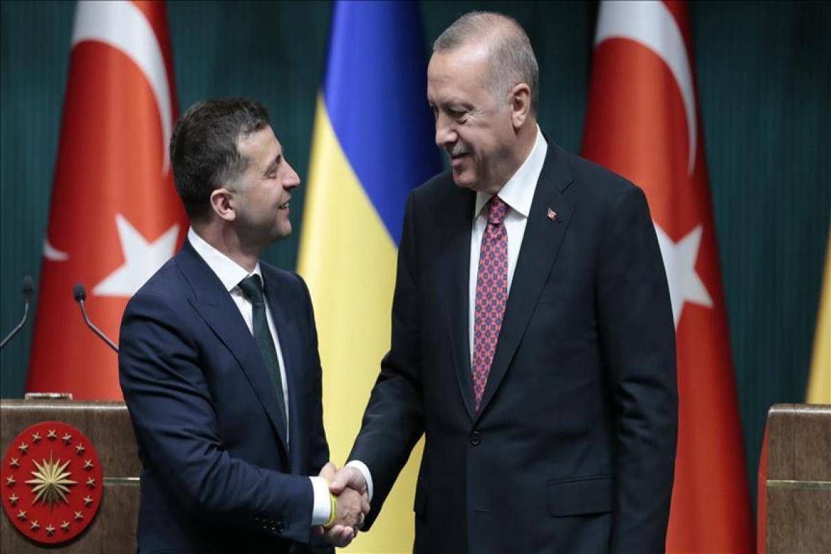 Zelenski Türkiyə Prezidenti ilə hərbi-texniki əməkdaşlığı müzakirə edib