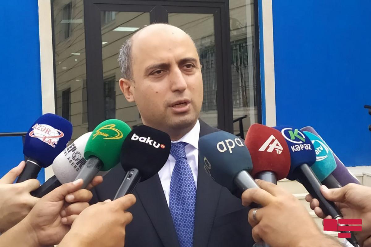 Эмин Амруллаев: Инструкция по правилам в связи с пандемией действует  в учебных заведениях с сегодняшнего дня