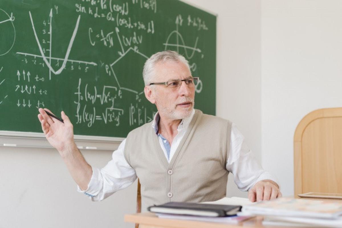 Разрешено участие в традиционном обучении учителей старше 65 лет