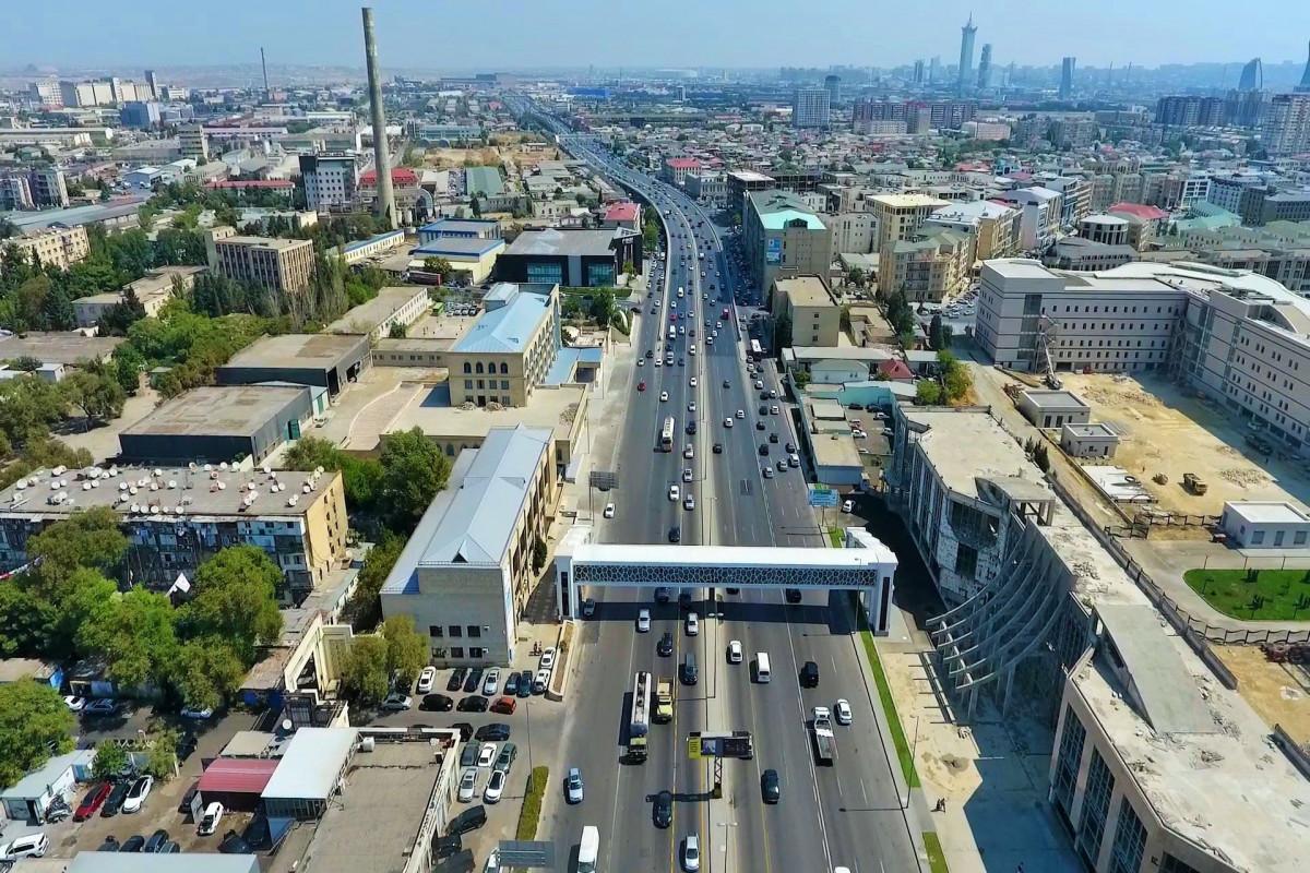 Ziya Bünyadov prospektində yeni yerüstü piyada keçidi inşa edilib - FOTO