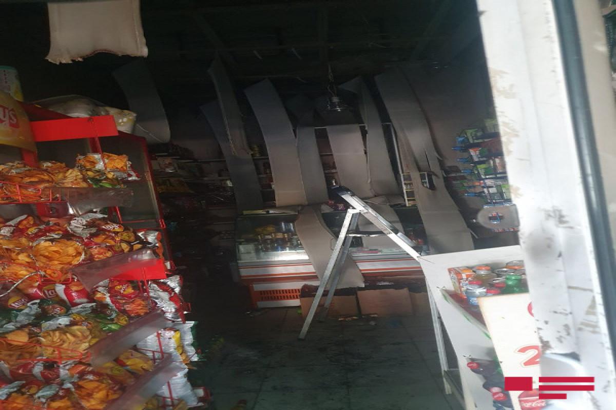 Sumqayıtda naməlum şəxs qarət edə bilmədiyi mağazanı yandırıb - FOTO  - VİDEO