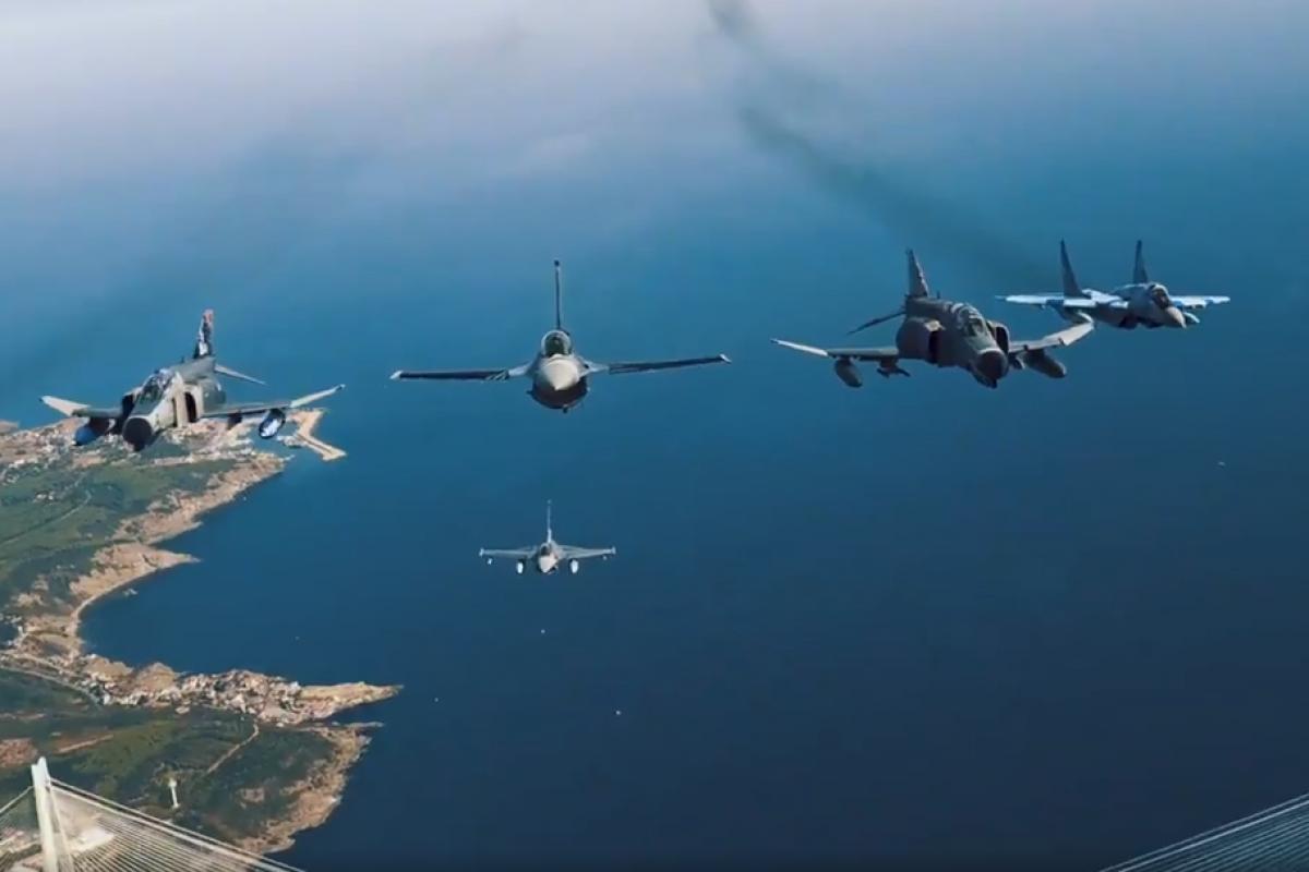 """Минобороны Турции распространило видеокадры с изображением полетов азербайджанских истребителей в небе над Стамбулом – <span class=""""red_color"""">ВИДЕО"""