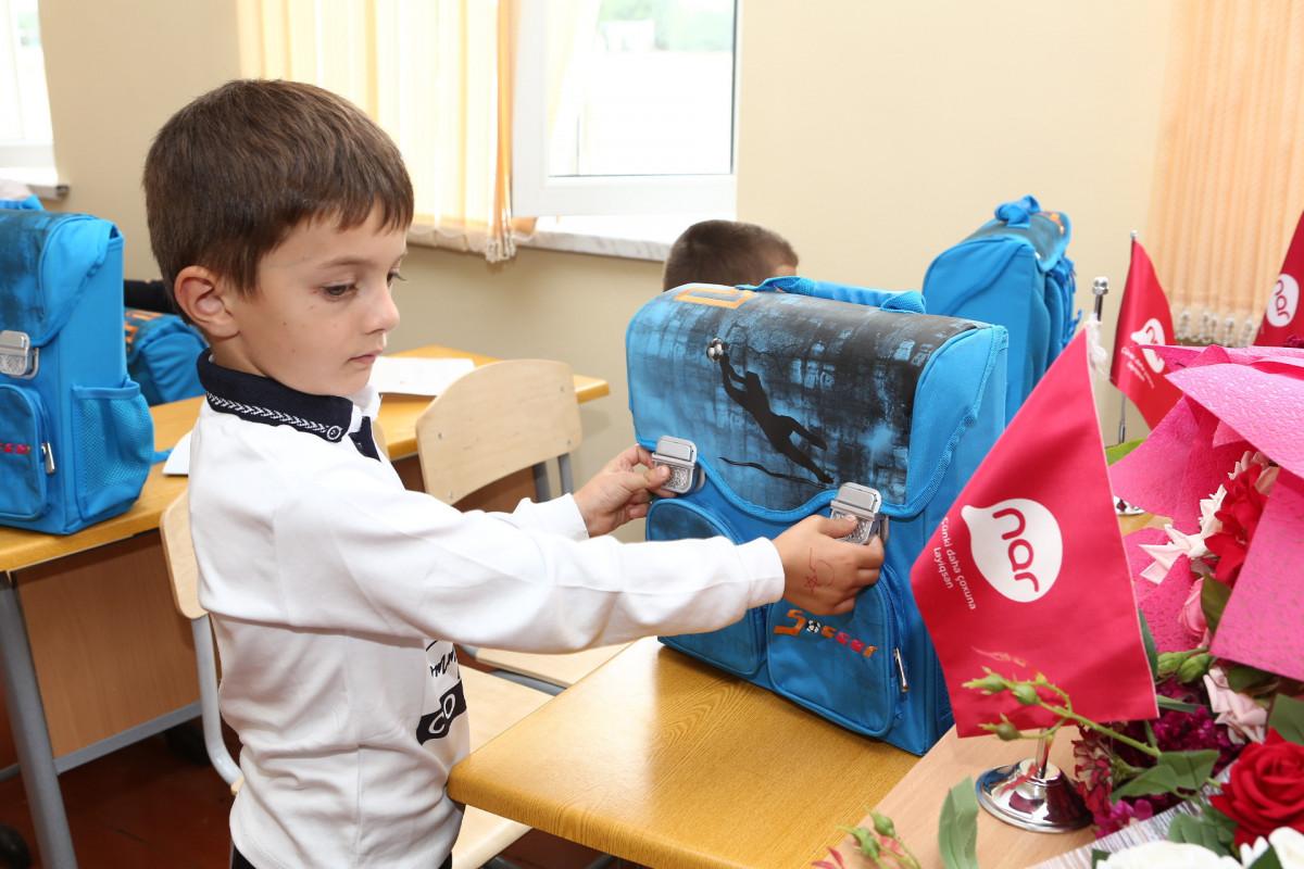 Nar обеспечил первоклассников школ в Тертере и Физули школьными принадлежностями-ФОТО