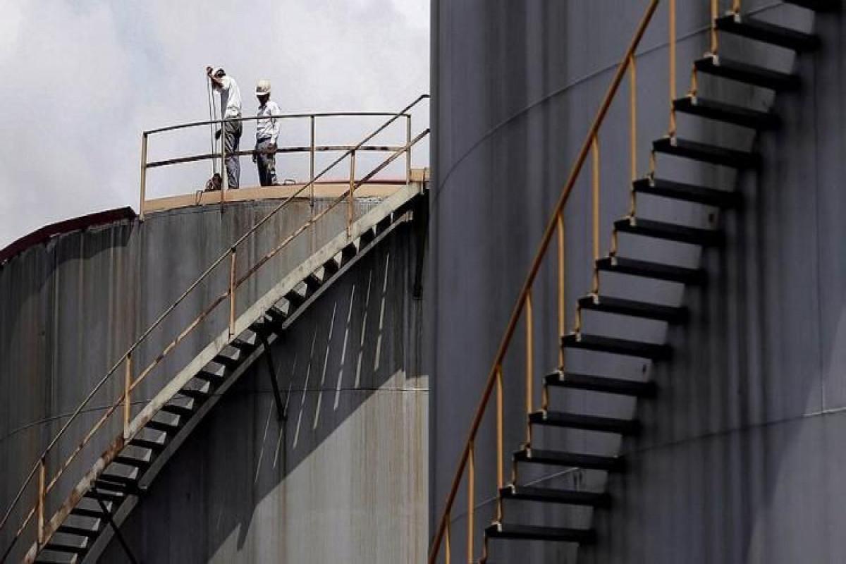 ABŞ-ın kommersiya neft ehtiyatları yeddinci həftədir azalır