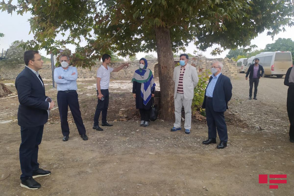 Замминистра иностранных дел Ирана совершил поездку в Агдам, осмотрел разрушенную армянами могилу Натаван
