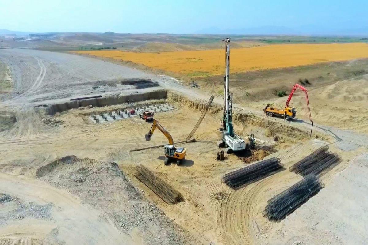 Строительство автомобильной дороги Горадиз-Джабраил-Зангилан-Агбенд продолжается быстрыми темпами