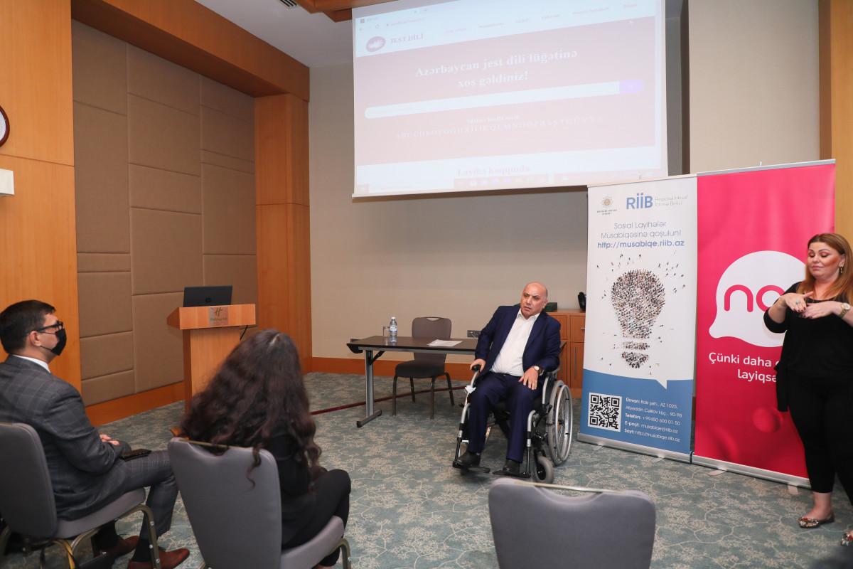 Составлен первый электронный словарь языка жестов в Азербайджане