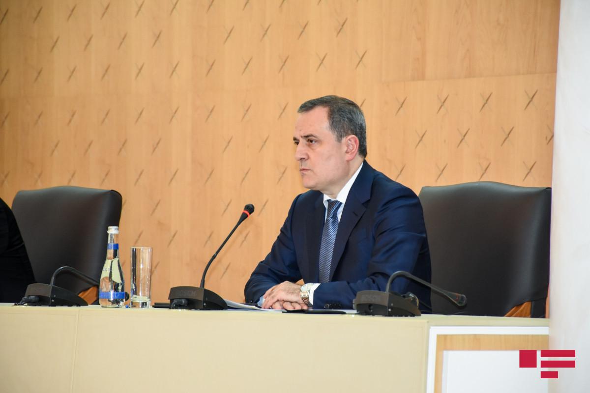 Джейхун Байрамов встретился с главой МИД Франции