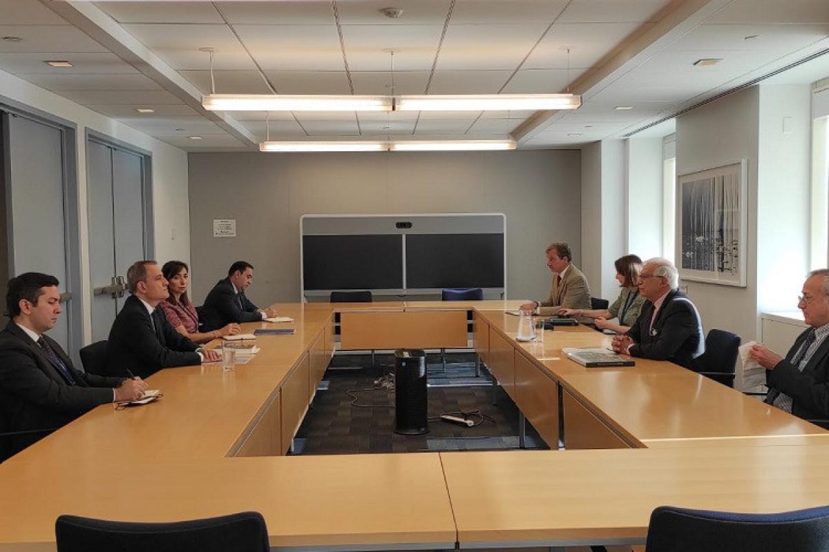 Джейхун Байрамов встретился с верховным представителем ЕС по вопросам внешней политики и безопасности