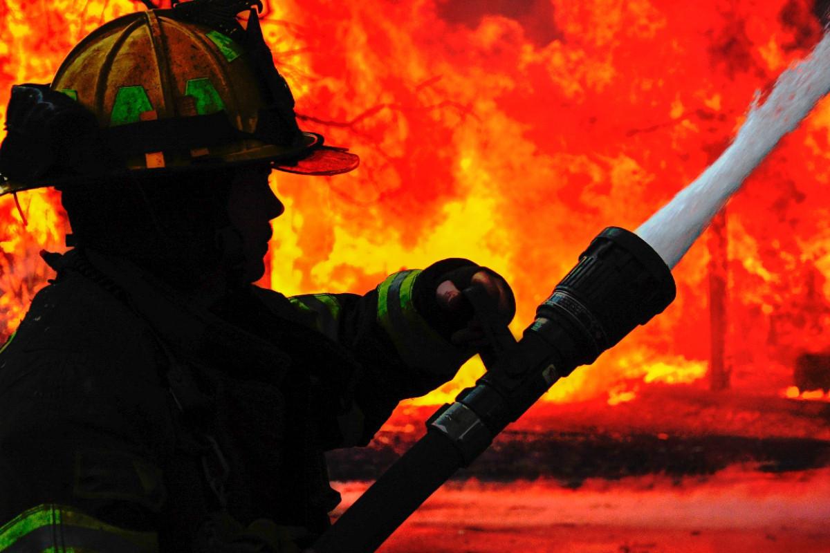 В Агджабеди произошел пожар в доме