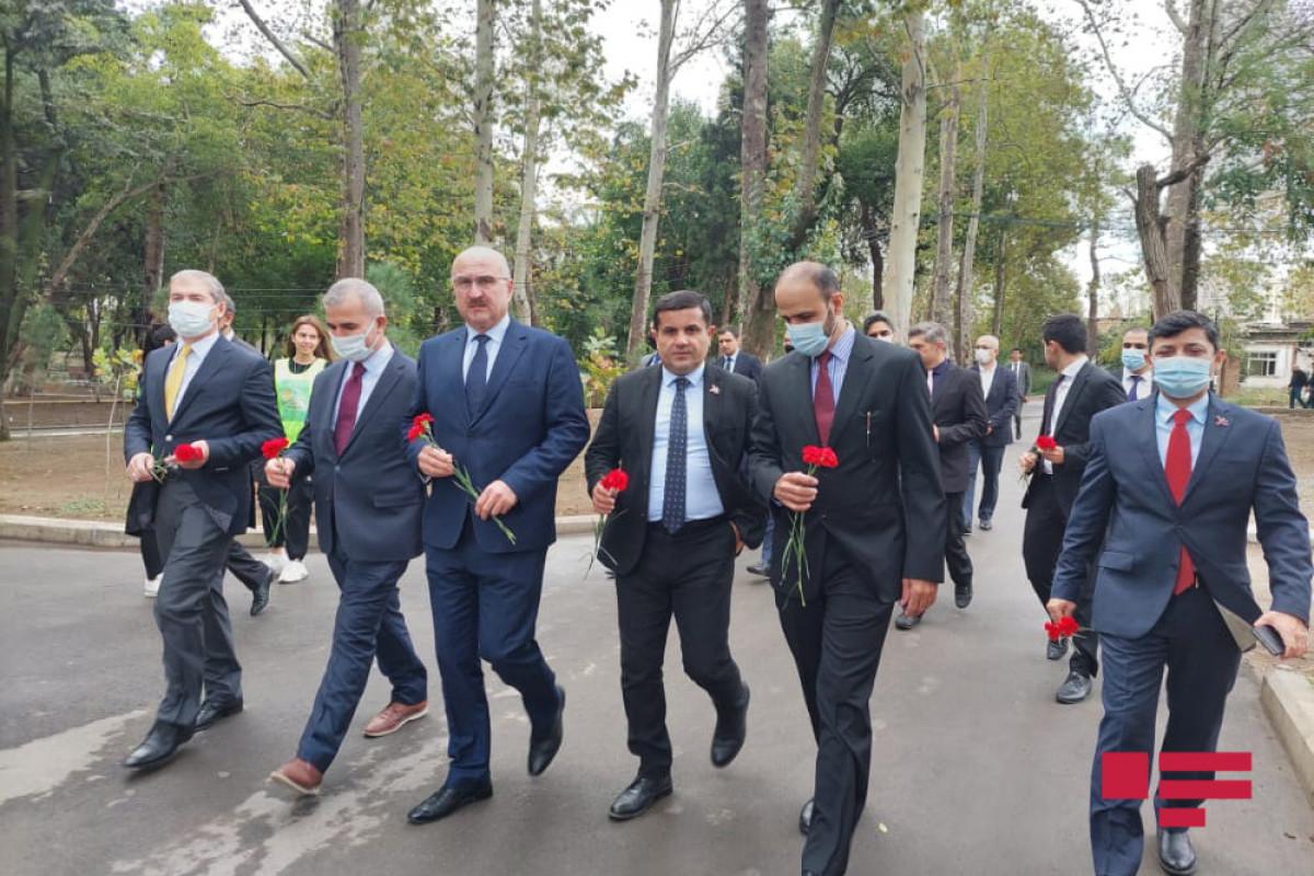 İƏT nümayəndə heyətinin Gəncəyə səfəri başlayıb - FOTO