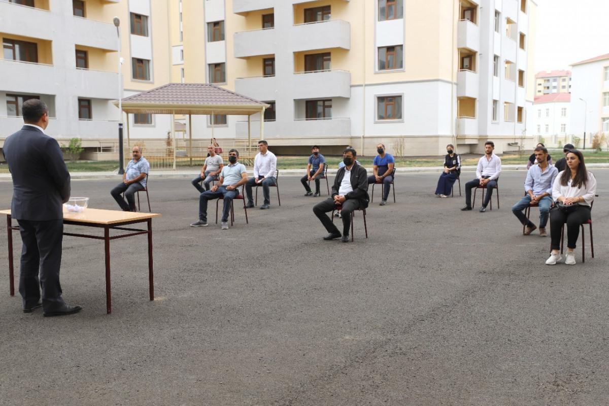 Dövlət uşaq müəssisələrinin məzunlarından daha bir qrupuna mənzillər verilib - FOTO