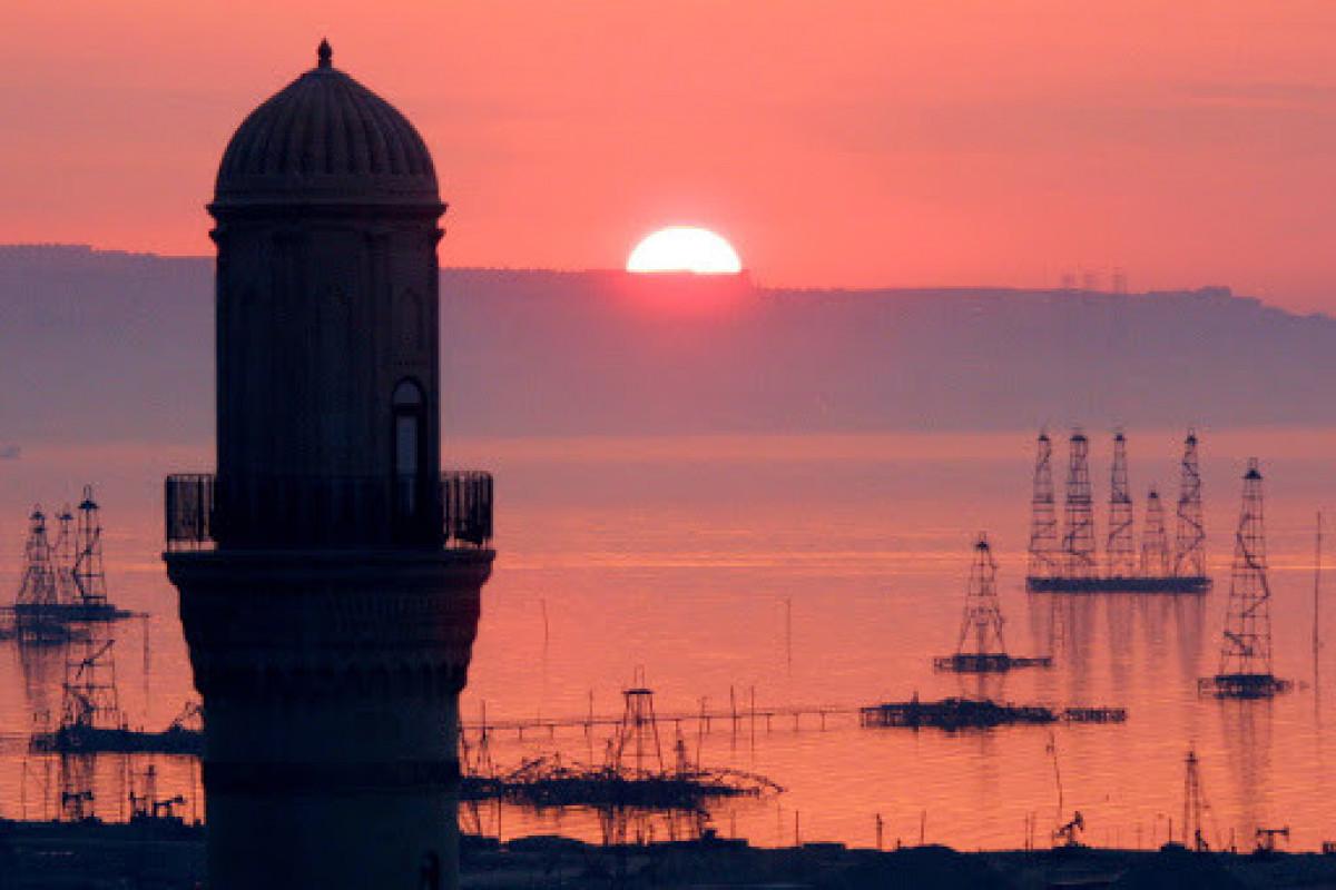 Средняя цена азербайджанской нефти на этой неделе была выше 77 долларов