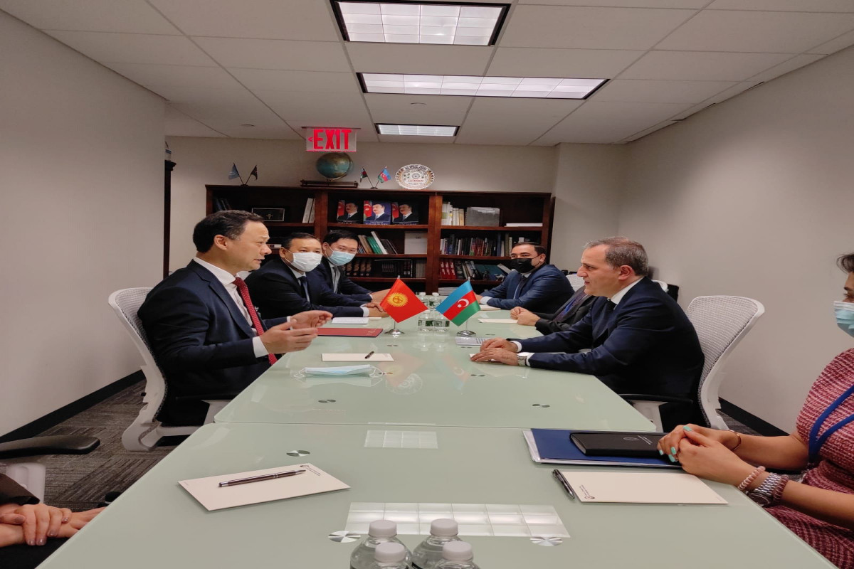 Azerbaijani FM meets with Kyrgyz counterpart