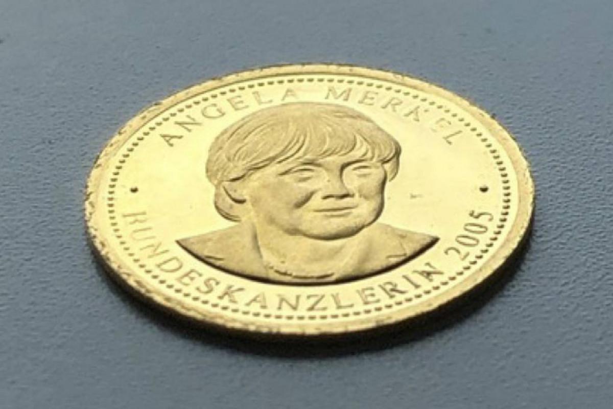 В ФРГ накануне выборов выпустили сувенирные монеты из золота с портретом Меркель