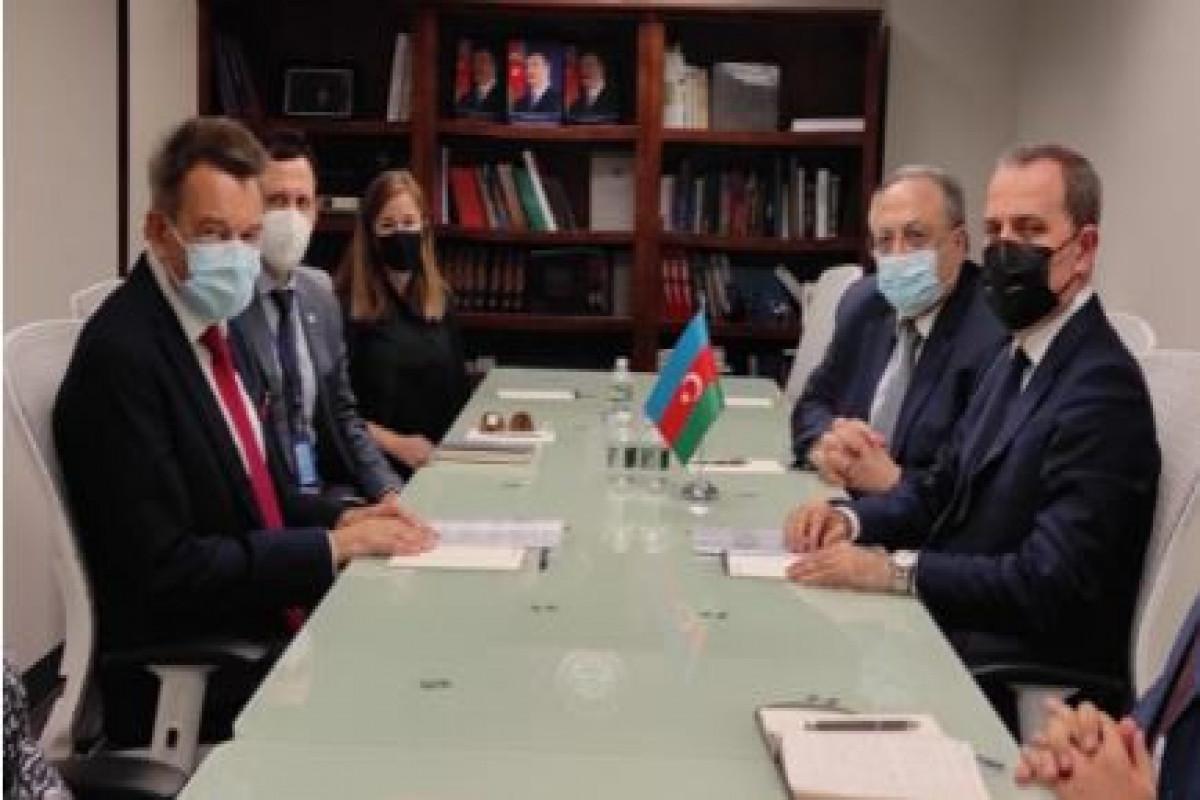 Джейхун Байрамов встретился с президентом Международного Комитета Красного Креста