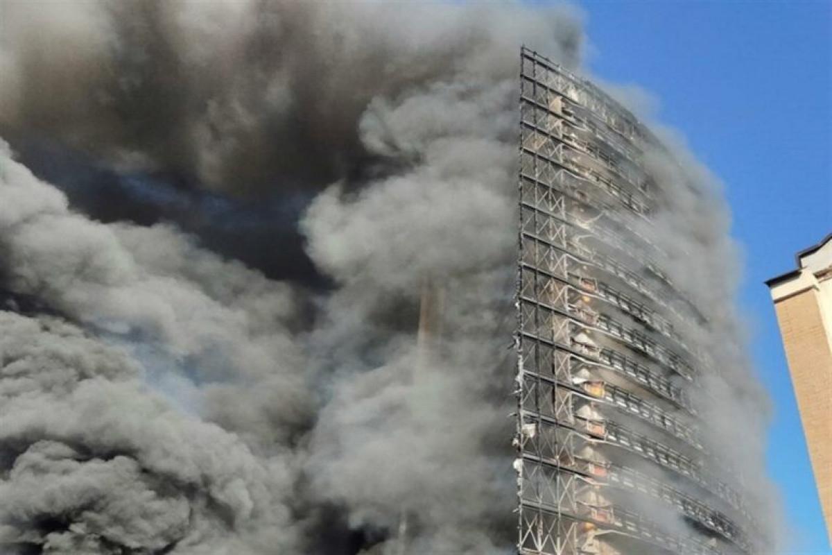 KİV: Milanda yaşayış binası yanıb, 100 nəfər təxliyə edilib
