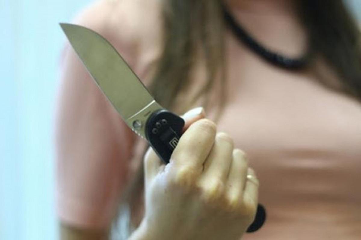 Tovuzda qadın ehtiyatsızlıqdan bıçaqla özünə xəsarət yetirib