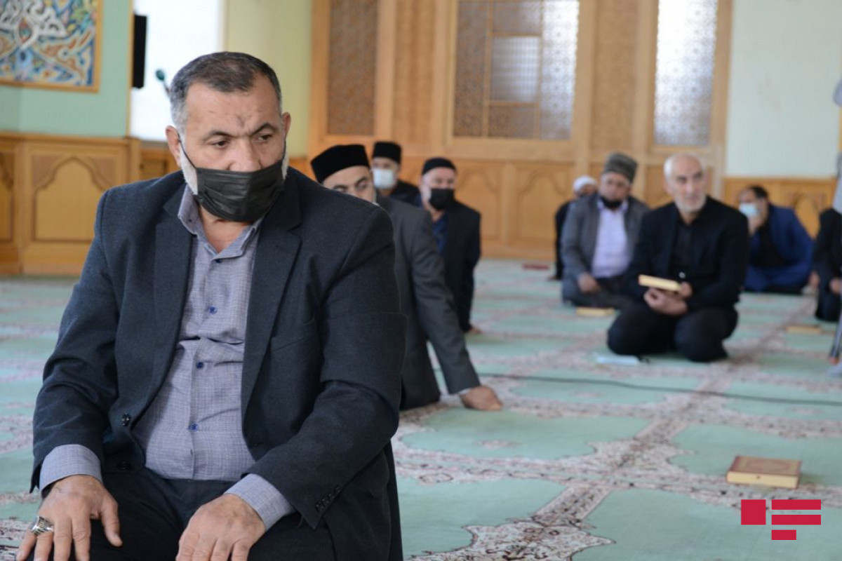 """Prayers sounded for souls of martyrs at """"Taza Pir"""" Mosque"""